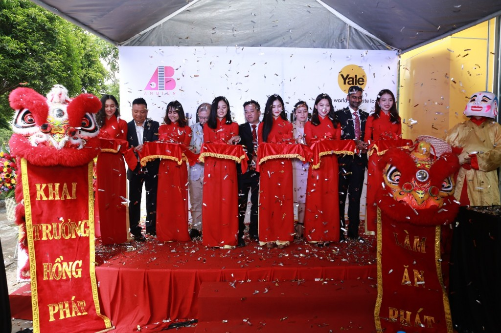 """Sự kiện này đánh dấu việc Yale - thương hiệu khoá nổi tiếng nhất thế giới và An Biên Group – một trong những nhà phân phối thiết bị nội thất hàng đầu Việt Nam đã chính thức """"kết đôi"""" với nhau."""
