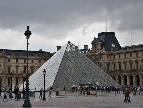 paris-louvre-pyramid