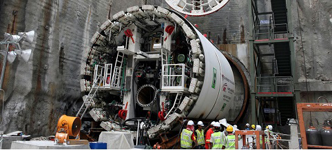 Các kỹ sư và công nhân Malaysia trên công trường xây dựng tunnel tại Kuala Lumpur