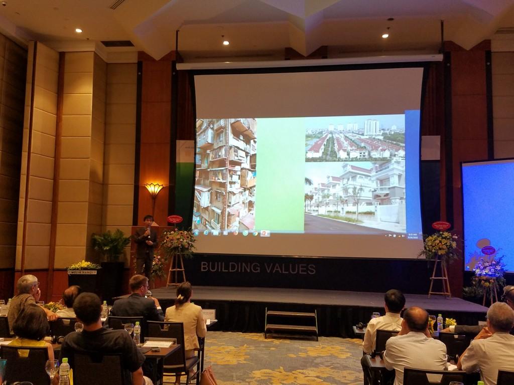 PGS TS KTS Hoàng Mạnh Nguyên - Giám đốc điều hành Viện Nghiên cứu và Phát triển công trình Xanh Việt Nam phát biểu dẫn đề hội thảo