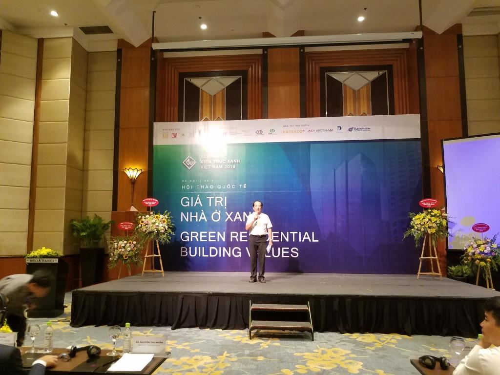 GS.TS.KTS Nguyễn Hữu Dũng - Chủ tịch Hội môi trường Xây dựng Việt Nam phát biểu tại buổi hội thảo.