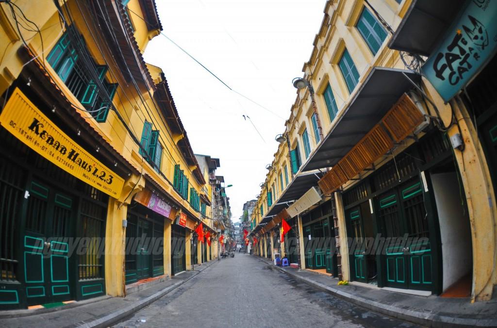 Nhà cổ kết hợp kinh doanh mặt phố phục dựng tại phố Tạ Hiện,  Hà Nội