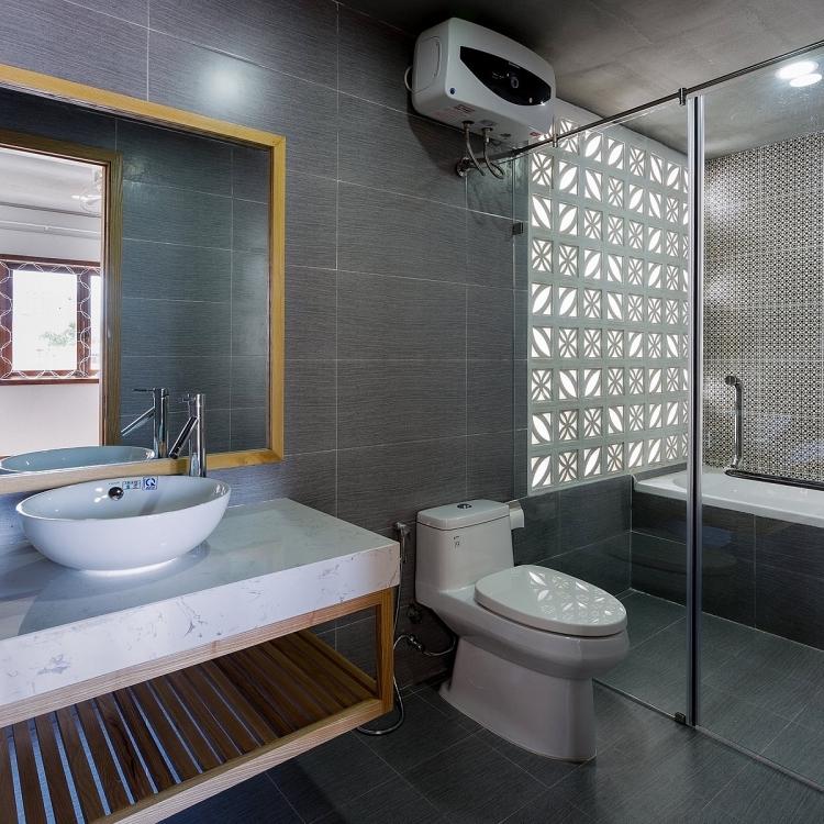 Phòng tắm với tone màu trung tính mang lại sự dễ chịu cho thị giác.