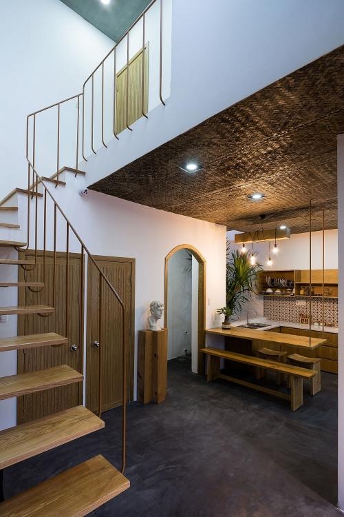 Tối đến, căn nhà lại càng trở nên lung linh hơn do sự bố trí đèn hợp lý và tinh tế.
