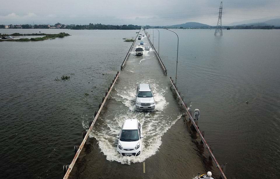 Vùng ngoại thành Hà Nội bị ngập lụt do thủy điện Hòa Bình xả lũ hồi tháng 7.2018. Ảnh: Zing