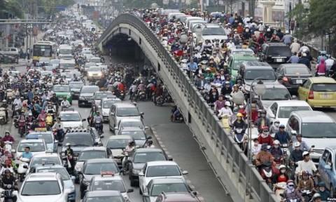 Phí vào trung tâm Hà Nội và xử lý ô nhiễm môi trường: Thu có thể dễ, chi hơi bị khó