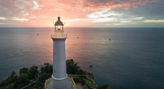Hải đăng Đại Lãnh hơn 100 tuổi giữa bao la trời biển