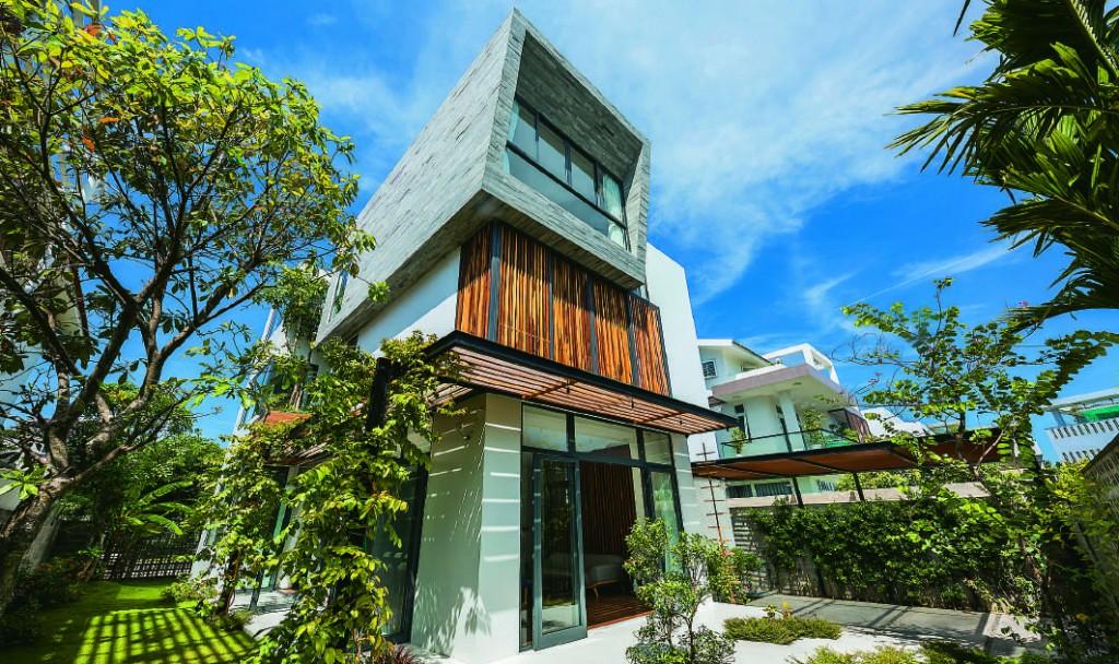 Thiết kế công trình nhà phố có khoảng lùi phù hợp để bố trí không gian đệm  vi khí hậu cho công trình