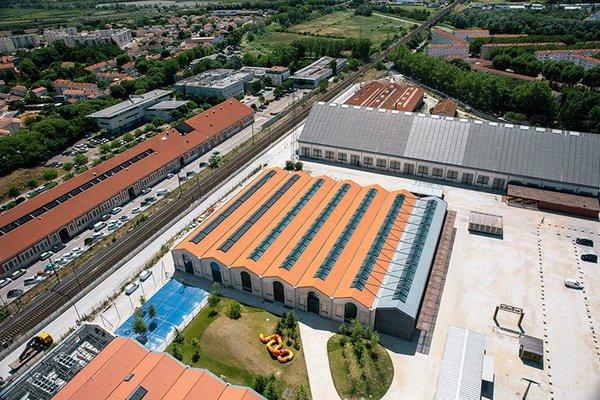 Hai cấu trúc đường sắt cũ đã được các kiến trúc sư của selldorf chuyển thành cơ sở triển lãm