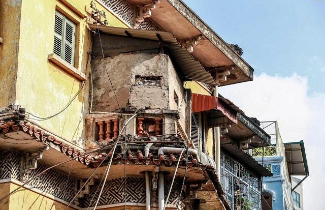 Nhiều biệt thự bị người dân cơi nới, chất lượng và đường nét kiến trúc biến dạng nghiêm trọng. Ảnh: Thục Anh.