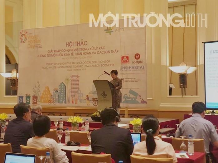 PGS. TS Vũ Thị Vinh trình bày tại hội thảo