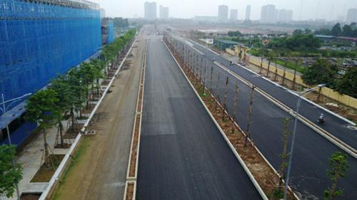 The Manor Central Park nằm cạnh tuyến đường BT nối liền Hà Đông - Nguyễn Xiển, và giáp ranh công viên Chu Văn An
