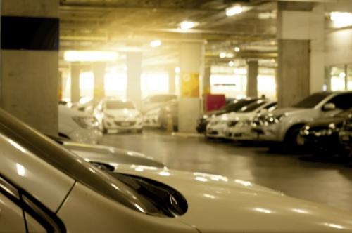 Chỗ đỗ xe trở thành vấn đề bức bách với các dự án căn hộ cao cấp tại khu trung tâm.