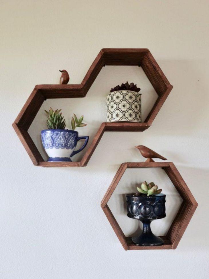Loạt giá treo ai cũng có thể tự làm để ngôi nhà luôn gọn gàng, đẹp mắt Bạn có thể tự tạo những chiếc giá treo có hình lục giác từ những que kem bỏ đi.