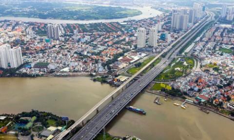 Bùng nổ trung tâm mua sắm ở rìa Sài Gòn