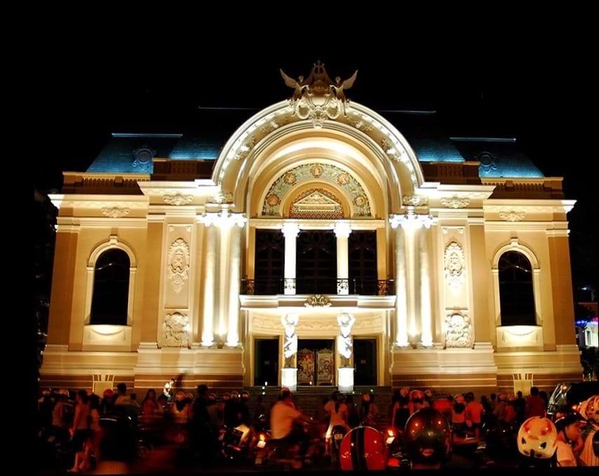 """Nhà hát TP.HCM là nơi """"chứa tạm"""" nhạc giao hưởng, vũ kịch... Ảnh: HTD"""