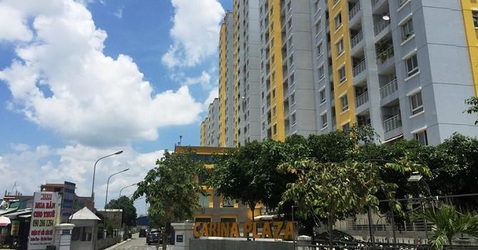 Chung cư Carina khoác chiếc áo mới với màu sơn đổi từ xanh dương sang vàng, tương đồng với màu sơn của chung cư City Gate Tower đối diện, cũng do NBB làm chủ đầu tư.