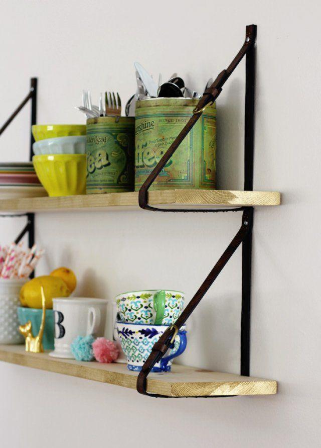 Ngay cả những chiếc dây lưng, dây đeo cặp cũng có thể trở thành một chiếc giá treo đẹp hoàn mỹ cho không gian nhà bạn.