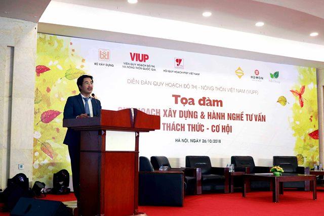 Viện trưởng Viện VIUP Lưu Đức Cường trình bày tham luận tại tọa đàm