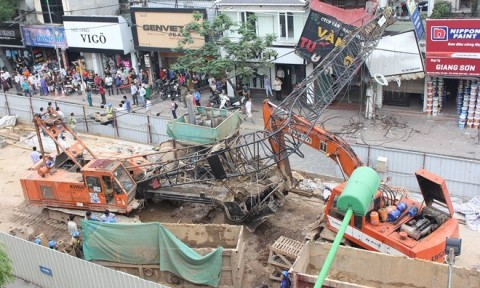 """Hà Nội """"siết"""" an toàn trong thi công xây dựng sau vụ việc gây chết người trên đường Lê Văn Lương"""