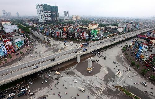 Việt Nam đang phải đối mặt với nhiều thách thức trước cơn lốc đô thị hóa. Ảnh minh họa. TTXVN