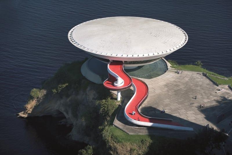 Bảo tàng Nghệ thuật Đương đại Nitéroi (ảnh: Leonardo Finotti)