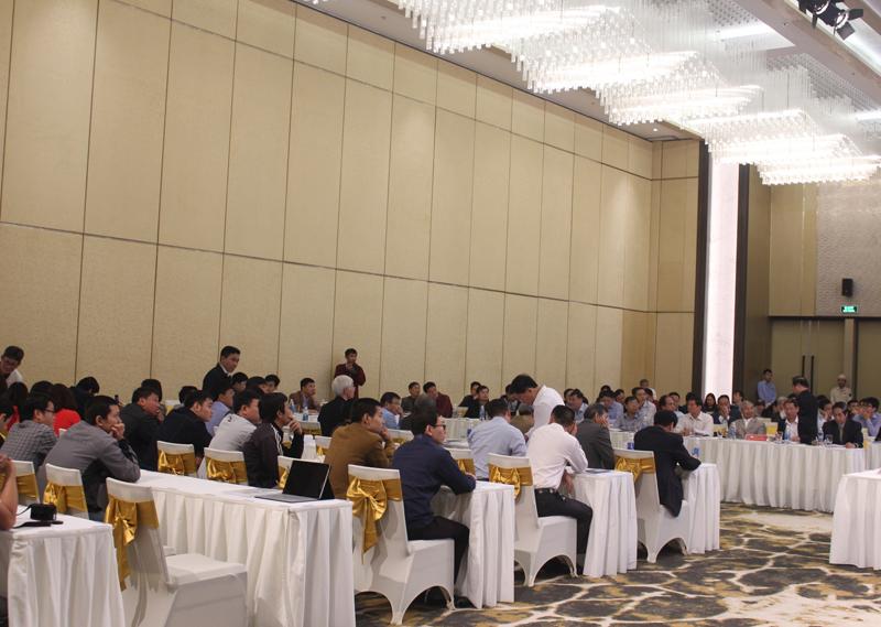 Các đại biểu tham luận tại Hội trường