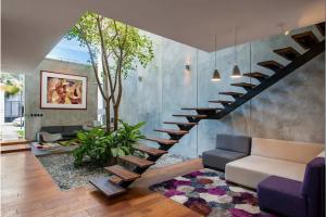 Vô vàn ý tưởng tuyệt vời để trang trí không gian bên dưới cầu thang giúp ngôi nhà thêm sang trọng