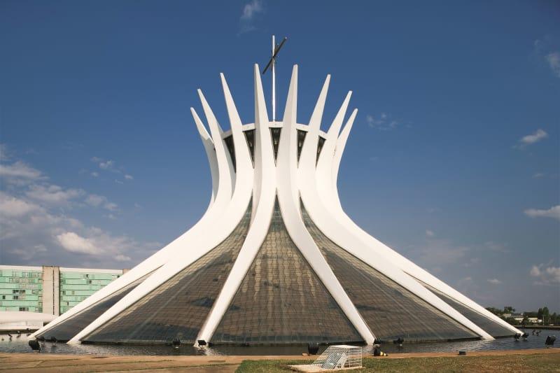 Nhà thờ Brasilia (ảnh: Leonardo Finotti)