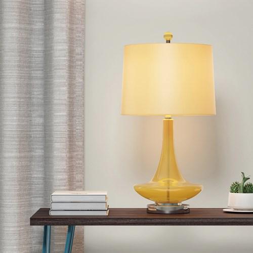 Thủy tinh màu vàng trong suốt và kết hợp với satin bóng tạo nên một chiếc đèn bàn sáng tạo mang lại nguồn ánh sáng rực rỡ như ánh sáng của mặt trời vào ban đêm