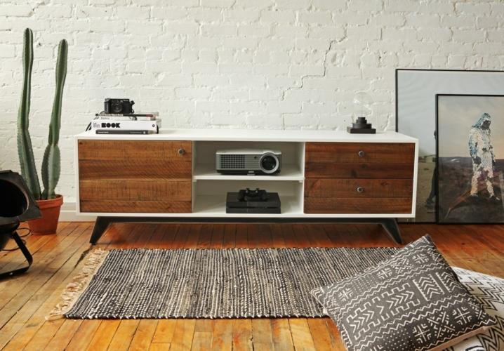 Kết hợp giữa màu nâu gỗ với sơn trắng tạo nên sự khác biệt trong nội thất phòng khách