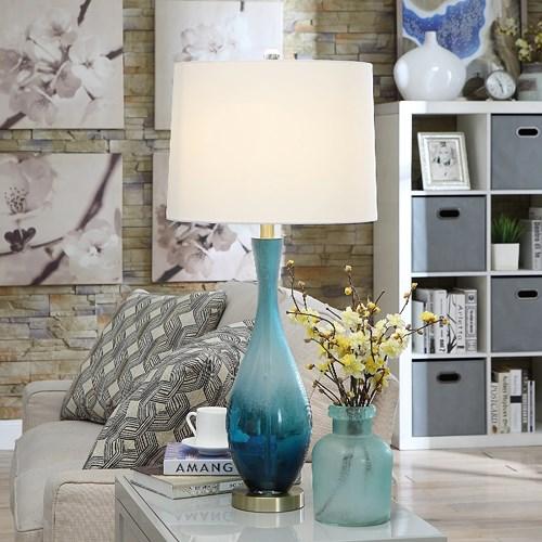 Chiếc đèn màu xanh dương đi kèm chụp màu trắng tạo nên sự chuyển đổi nhẹ nhàng, lôi cuốn dành cho những phòng ngủ mang phong cách hiện đại