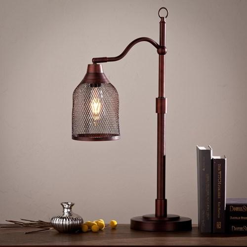 Đèn bàn là hình ảnh thu nhỏ của những chiếc đèn đường tạo nên sự thú vị