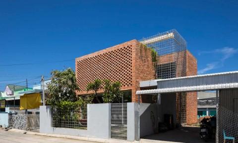 House T – Ngôi nhà nổi bật trong thị trấn ngư dân ở Phan Thiết
