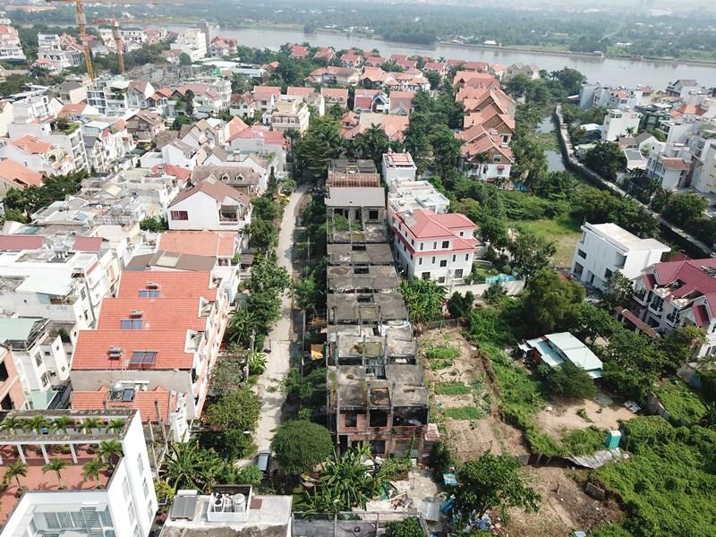 Việc khan hiếm nguồn cung đã đẩy giá bất động sản lên cao. Ảnh: Thuận Nguyễn