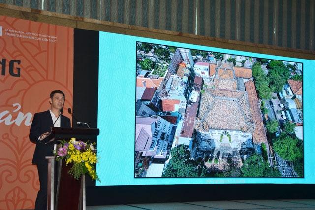 Chuyên gia nước ngoài phát biểu tại hội thảo