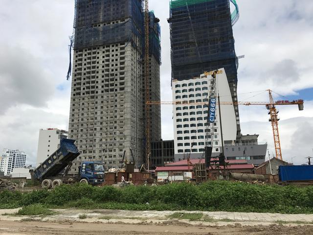 Trước vấn nạn kẹt xe ngày càng gia tăng khi tốc độ xây dựng hàng loạt khách sạn, khu nghỉ dưỡng cao cấp ngay trung tâm thành phố, chính quyền Đà Nẵng đưa ra nhiều giải pháp, trong đó có việc hạn chế cấp phép xây dựng các công trình cao tầng tại các quận, huyện trung tâm