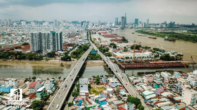 Tuyến đường Nguyễn Tất Thành, nối quận 1 và quận 7, chuẩn bị được đầu tư nâng cấp mở rộng. Cộng với đó, tại đây còn có dự án cầu Thủ Thiêm 3 và 4 sẽ tạo cú hích mới cho thị trường địa ốc toàn khu Nam
