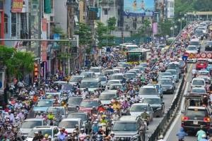 Bảy triệu xe cộ chen nhau: Mua siêu xe không có đường mà đi