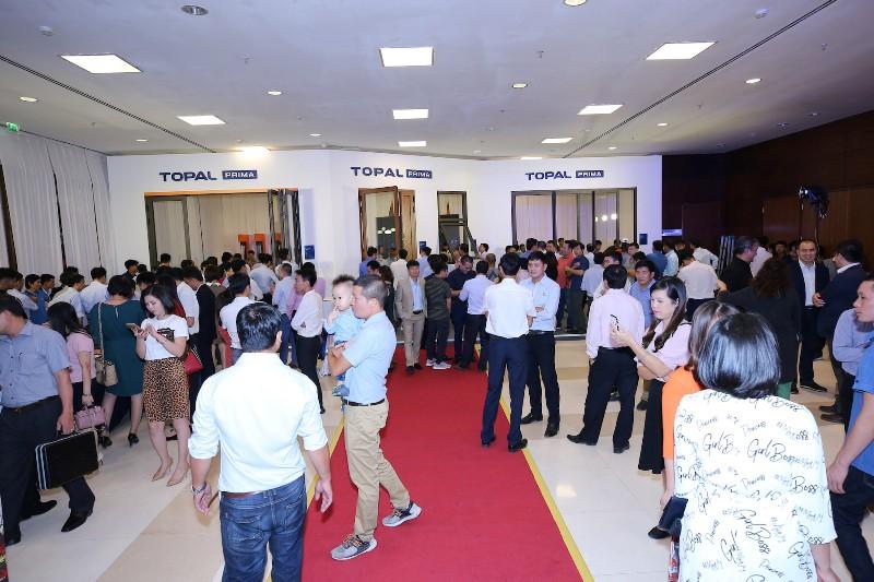 nhiều khách hàng đã đến tham quan gian trưng bày và đặt mua sản phẩm tại sự kiện