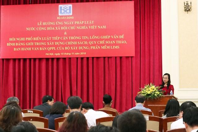 Vụ trưởng Vụ Pháp chế - Bộ Xây dựng Tống Thị Hạnh phát biểu tại Lễ hưởng ứng