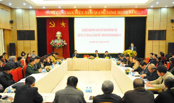 Chủ tịch UBND TP Nguyễn Đức Chung cùng đại biểu HĐND TP (Tổ đại biểu số 2) đã tiếp xúc cử tri sau Kỳ họp thứ 7 HĐND TP khóa XV tại quận Hoàn Kiếm
