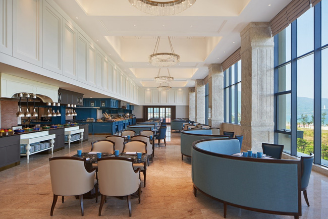 Không gian sang trọng tại nhà hàng The Eatery phù hợp cho những cuộc đãi tiệc đối tác