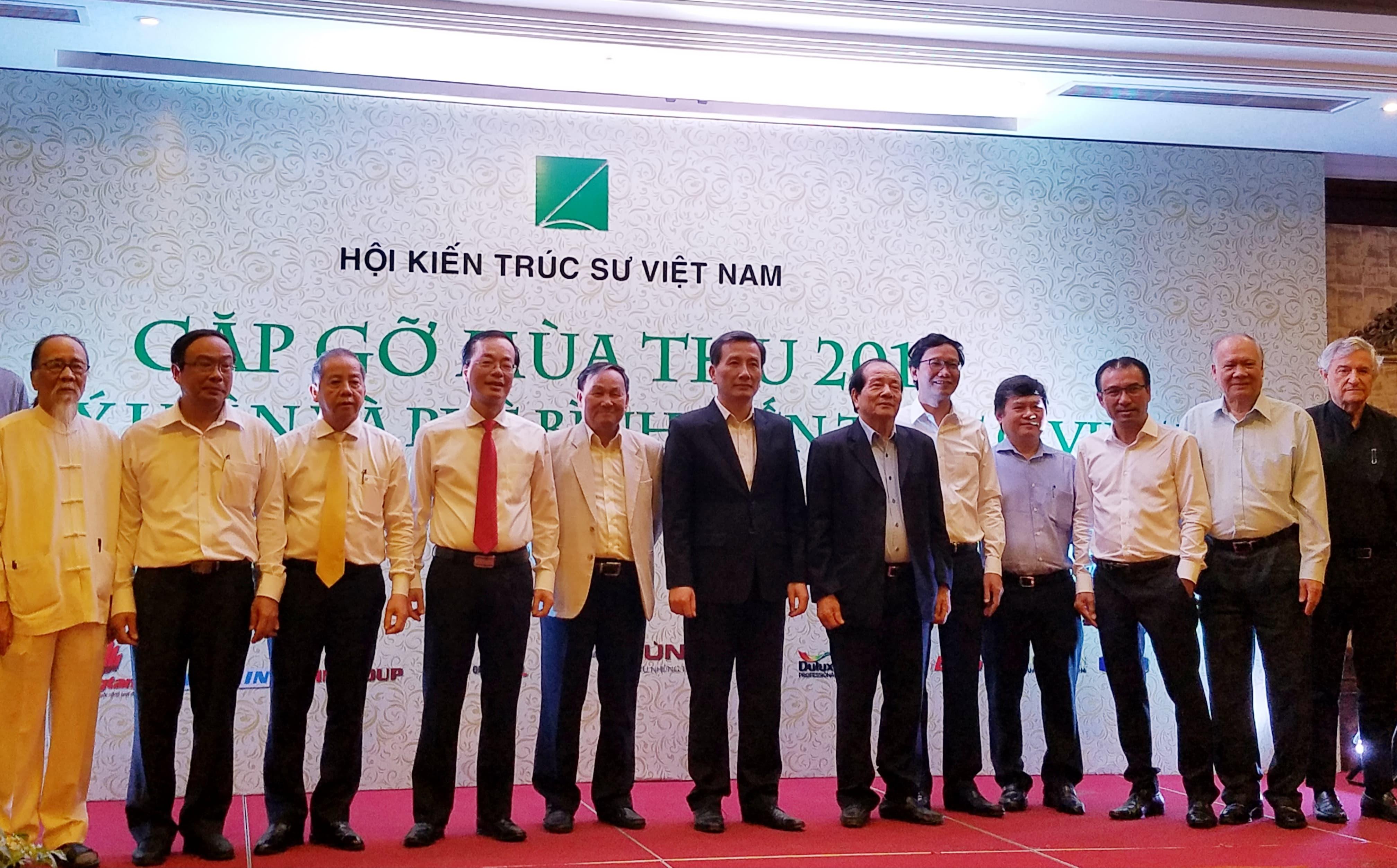 Các đại biểu và chuyên gia khoa học, nhà quản lý tham dự Hội nghị Lý luận và phê bình kiến trúc ở Việt Nam ngày 17/11/2018
