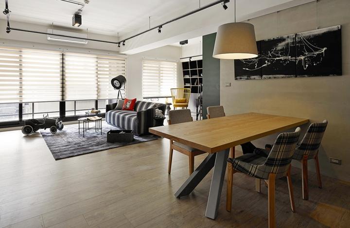 Bàn ăn gỗ đơn giản, thanh thoát giữ lại những đường nét chính từ các thiết kế cổ điển và biến các họa tiết trở nên đơn giản, mềm mại hơn, đây cũng là đặc trưng cơ bản của việc chọn nội thất phong cách Retro