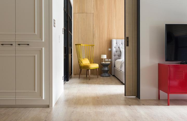 Phòng ngủ ngăn cách với những khu vực khác bằng cánh cửa trượt tạo sự riêng tư đến mức tối đa
