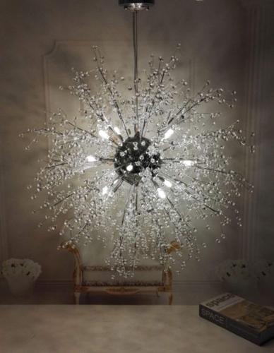 Chiếc đèn chùm như những hạt băng đọng lại trên cây khô trong mùa đông