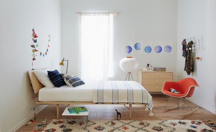 Một nơi nghỉ ngơi đơn giản nhưng tinh tế, đầu giường hơi nghiêng hỗ trợ thư giãn trong những lúc bạn muốn ngồi đọc sách hay xem phim