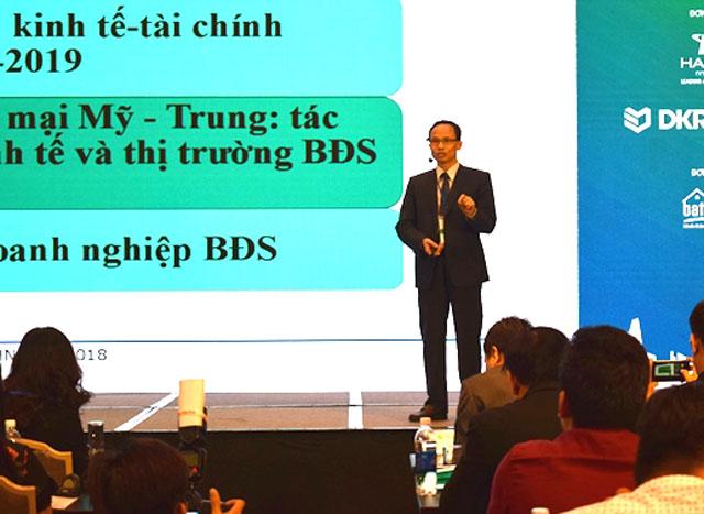 Theo TS. Cấn Văn Lực, trong bối cảnh đa số dòng vốn ngoại đã rút khỏi thị trưởng mới nổi, cả đầu tư cổ phiếu và trái phiếu, Việt Nam là nước duy nhất không bị rút mà còn tăng một chút là điều hết sức may mắn