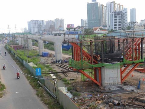 Ngày 25/12, đồng loạt nhiều trang báo mạng dẫn lại báo cáo của Kiểm toán Nhà nước về kết quả kiểm toán dự án Metro số 1 TP HCM, tuyến Bến Thành - Suối Tiên, theo đó, có nhiều sai phạm tại dự án đã được chỉ ra.